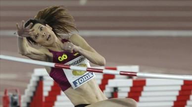 Ruth Beitia, en uno de sus saltos durante el Campeonato de España de atletismo en pista cubierta de Salamanca.