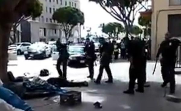 La policia de Los Angeles mata a trets un vagabund