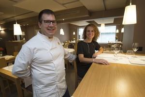 Xavi Ferraté y Alba Roig, en el luminoso comedor del nuevo Bresca.