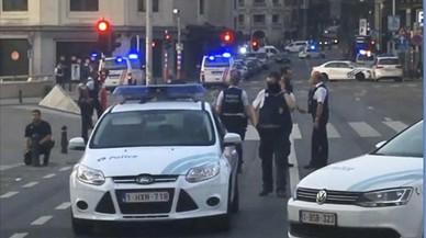 Militars belgues abaten un home després de produir-se una petita explosió al centre de Brussel·les