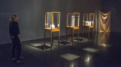 El Macba indaga en lo que esconde la pintura contemporánea