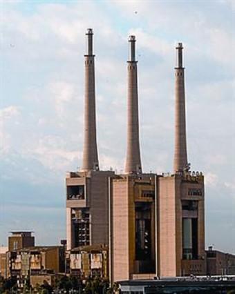 La central de las 3 chimeneas cerrar para siempre en un mes - Chimeneas barcelona ...
