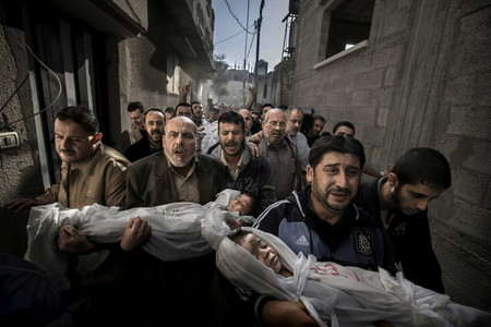 Fotograf�a ganadora del World Press Photo 2012, de Paul Hansen, que retrata el dolor en un funeral de una familia palestina.