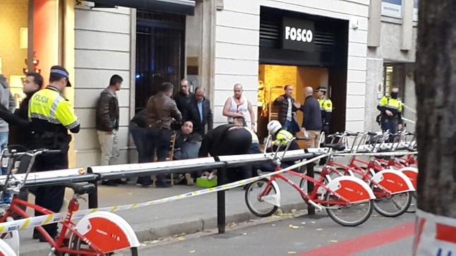 Tres heridos de arma blanca en una pelea en plena Rambla de Catalunya