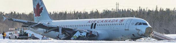 El A320 de Air Canada siniestrado en el aeropuerto de Halifax, este domingo.