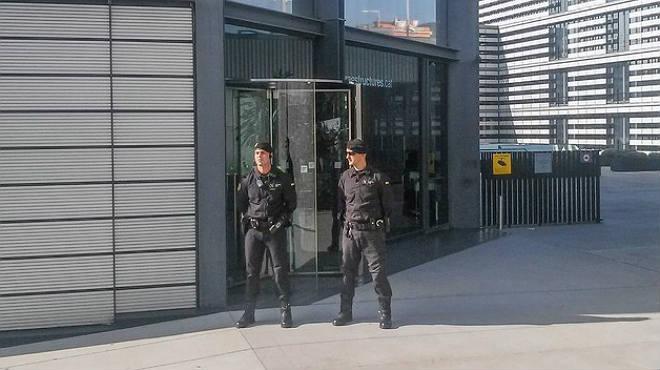 Imágenes de recurso de la sede de Infraestructures de Catalunya, empresa de la Generalitat, custodiada por la Guardia Civil