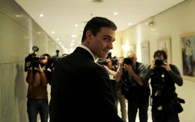 El secretario general del PSOE, Pedro Sánchez, ayer, en el Congreso, tras su entrevista con el Rey.