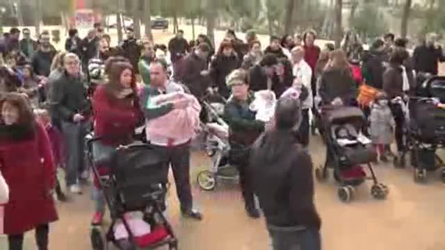 Encuentro en Viladecans de familias con ni�os nacidos en 2015