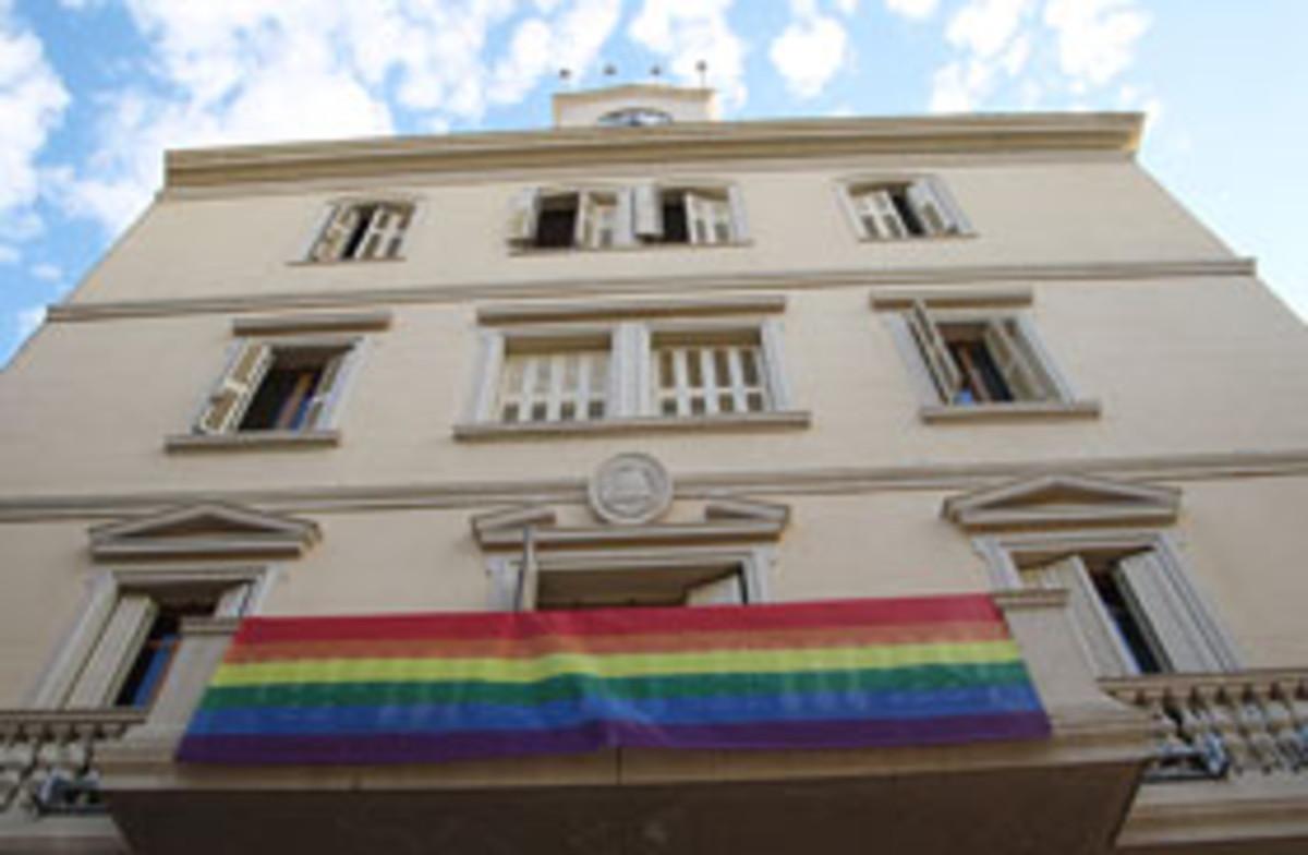 La fachada de l Ayuntamiento de Sant Boi.