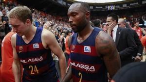 zentauroepp38639923 valencia 27 5 2017 depjugadores del Baça Lassa tras la derrota contra el Valencia Basket