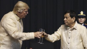 undefined40917840 u s president donald trump toasts with philippines presiden171112173623