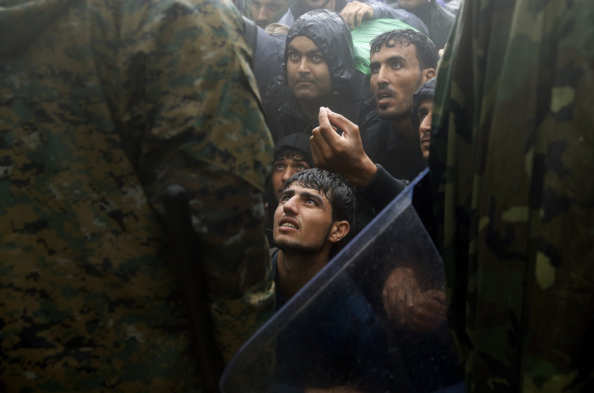 Macedonia cierra su frontera y corta la ruta de los Balcanes para los refugiados