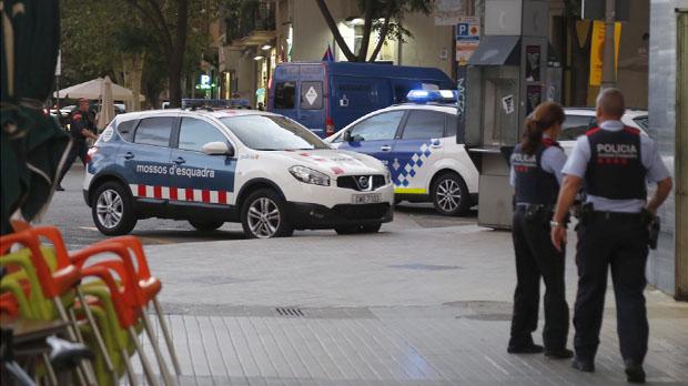 Un gran dispositiu policial va blindar BCN per una alarma terrorista