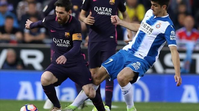 Gerard Moreno y Leo Messi, durante una acción del partido disputado en Cornellà.