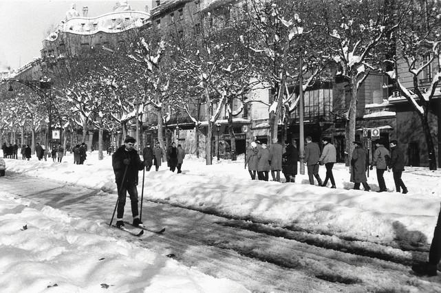 El paseo de Gràcia se convirtió en una improvisada pista de esquí.