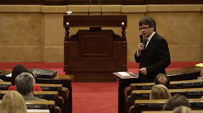 Intervencions de Carles Puigdemont al Parlament responent als grups de l'oposició.