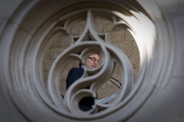 El 'president' Artur Mas a punto de comparecer en la sala Gótirca del Palau de la Generalitat para ofrecer una breve explicación sobre la reunión entre los presidentes autonómicos.