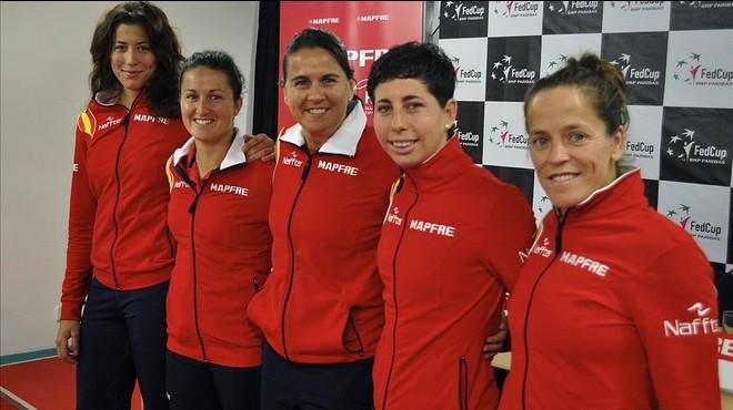 Muguruza, Arruabarrena, Conchita Mart�nez (capitana), Su�rez y Dom�nguez, el equipo que elimin� a Serbia la pasada semana.