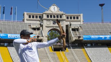 Rafael Nadal emula el famoso tiro con arco de los JJOO de Barcelona.