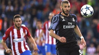 Benzema apaga el foc al Calderón