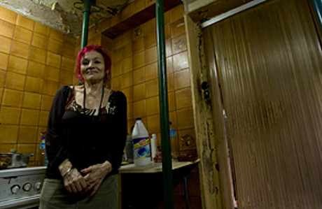 Rosa Taln, en su piso del barrio del Clot, en el 2009.