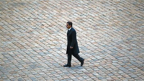 Sarkozy, en uno de los ltimos actos como presidente. Abajo, EL PERIDICO del pasado 7 de mayo.