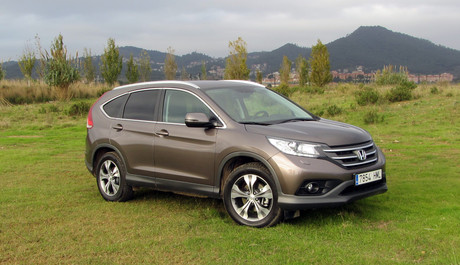 MAYOR EMPAQUE. El Honda CR-V nos ha sorprendido por su nueva esttica ms deportiva y las prestaciones dinmicas y motrices del propulsor disel de 150 CV. Silencioso y poco glotn.