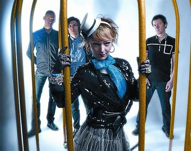 The Primitives hoy, con Paul Court justo detr�s de Tracy Cattell.