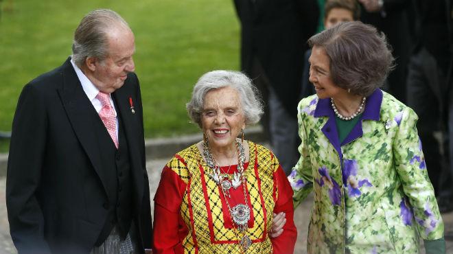 Elena Poniatowska recull el premi Cervantes de mans del rei Joan Carles.