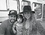 Gerard Piqu�, Milan y Shakira, hace unos d�as, en el funicular del Tibidabo.