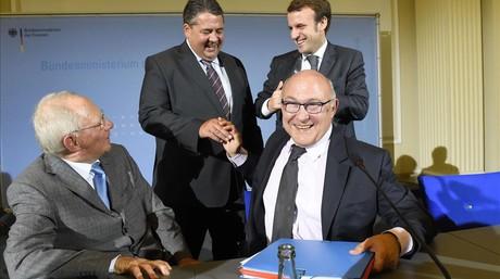 De izquierda a derecha, Wolfgang Sch�uble, Sigmar Gabriel, Emmanuel Macron y Michel Sapin, en Berl�n.