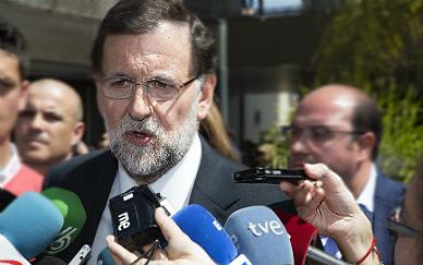 Rajoy acusa el golpe y admite que el 'caso Rato' perjudica al PP