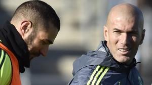 Zidane y Benzema, en el entrenamiento del Madrid