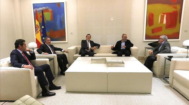 Antonio Garamendi, Juan Rosell, Cándido Méndez e Ignacio Fernández Toxo, durante una reunión en la Moncloa con Rajoy el pasado 4 de noviembre.
