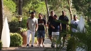 Arda, Messi, Pepe Costa, Alba y Piqué, en la comida de la plantilla en Gavà.
