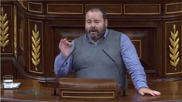 Joan Mena deixa en evidència Toni Cantó parlant de leducació pública a Catalunya