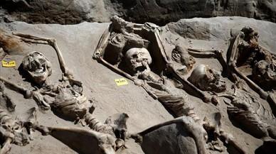 80 esquelets lligats de mans treuen a la llum una execució en massa al segle VII aC
