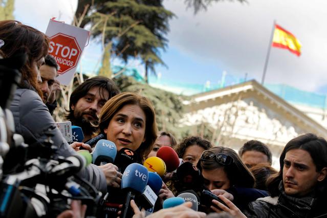 Ada Colau pide dimisiones a la banca y explicaciones al Gobierno