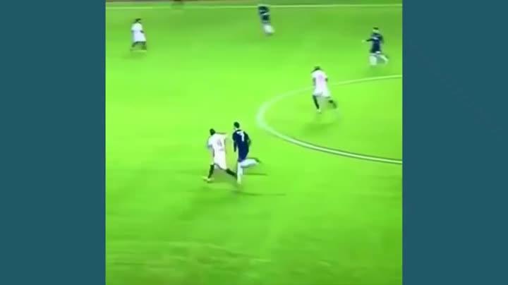 La agresión de Cristiano Ronaldo al futbolista Krychowiak