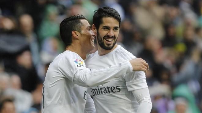 Cristiano Ronaldo celebra con Isco el segundo gol del portugu�s al Athletic.
