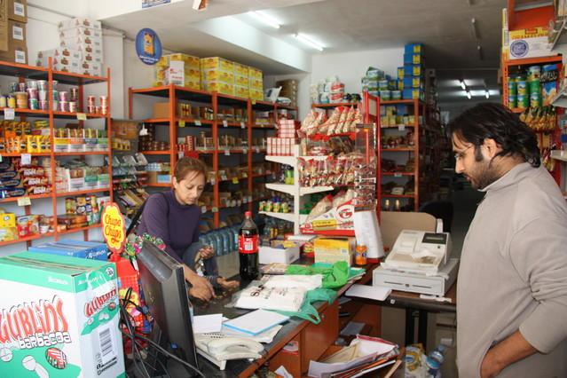 L'Hospitalet explicará a los comercios de inmigrantes los usos y costumbres locales