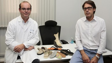 Eduardo S�nchez-Osorio, izquierda, y Dami�n Llorens con algunos modelos ergodin�micos.