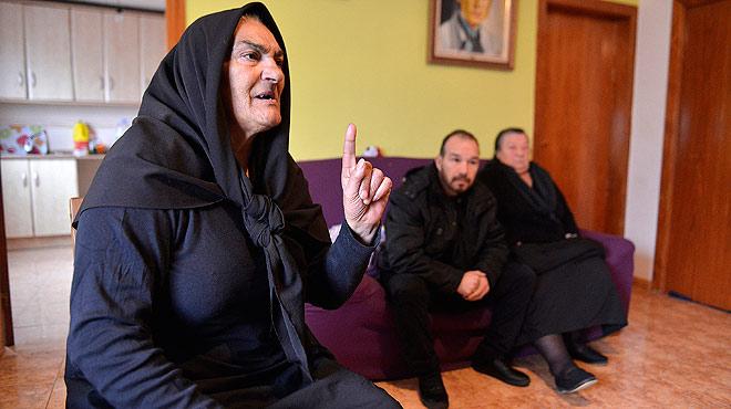 La diàspora de famílies gitanes buida aules a la Mina i Sant Roc