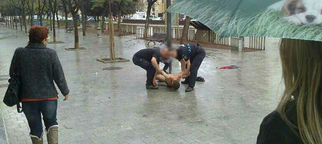 Un hombre se quema a lo bonzo ante el ayuntamiento de Sant Carles de la R�pita
