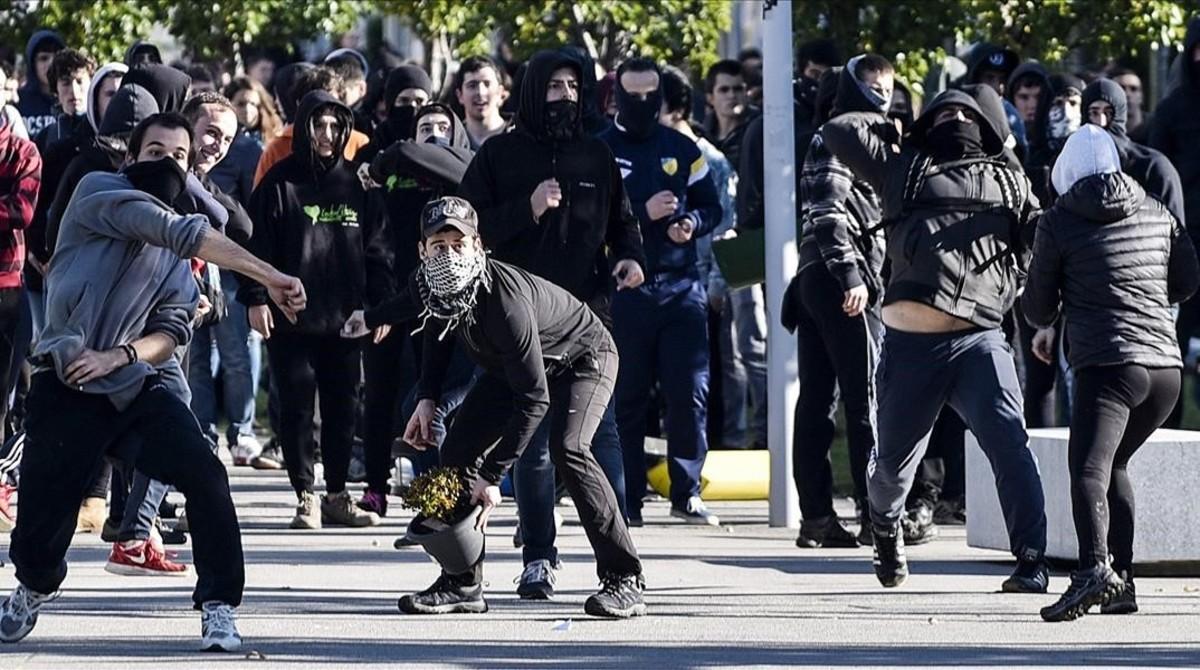 Altercados en una protesta en la universidad del pa s vasco for Universidad cocina pais vasco