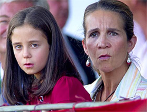 La infanta Elena se encara con la prensa en la hípica