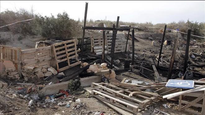 Un home crema la seva parella en una barraca d'Almeria