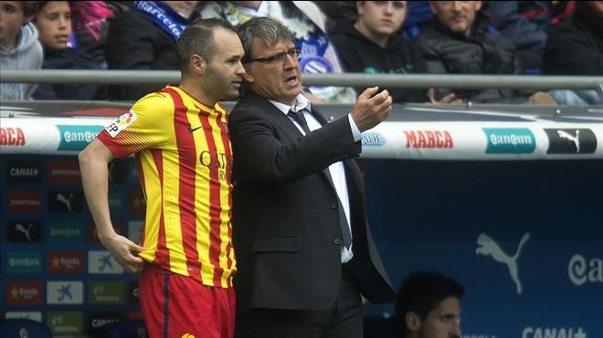 """Tata Martino: """"La pregunta és què passarà quan Iniesta i Busquets no siguin els companys de Messi"""""""