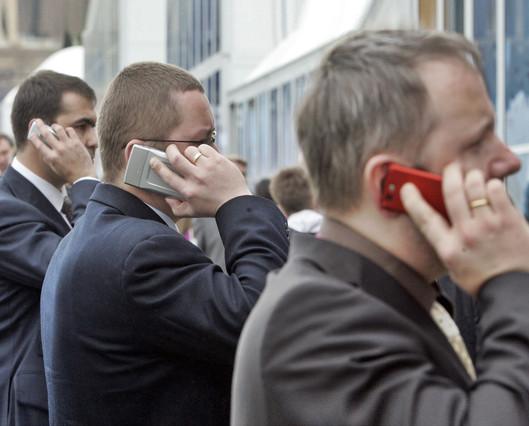 """La OMS advierte del """"posible"""" riesgo de cáncer cerebral por el uso de móviles"""
