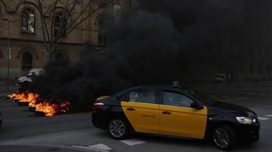 Grupos de estudiantes cortan el tráfico en varios puntos de Barcelona
